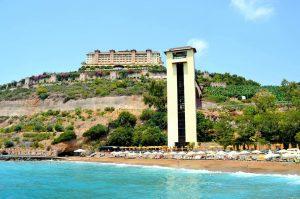 Viešbutis ant kalno šlaito – Utopia World hotel Alanija